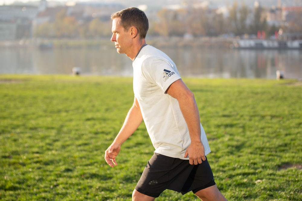 Runner with extended arms